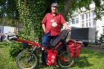 Allein auf dem Jacobsweg - per Liegerad. Hermann Schwarzenberg aus dem saarländischen Lautzkirchen im Bliesgau, mit seinem Toxy während der Spezialradmesse in Germersheim am Rhein, 30.4.2011 (Foto / Copyright (C) Astrid Johann)